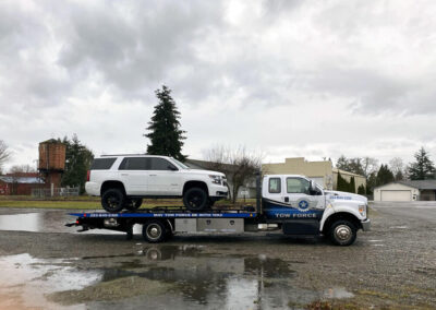 Tow- White SUV - South Hill Puyallup